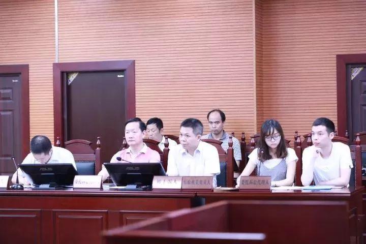 湖南高院 >> 正文  审判制服样式历经多次改款, 新式制服取消了大沿帽图片