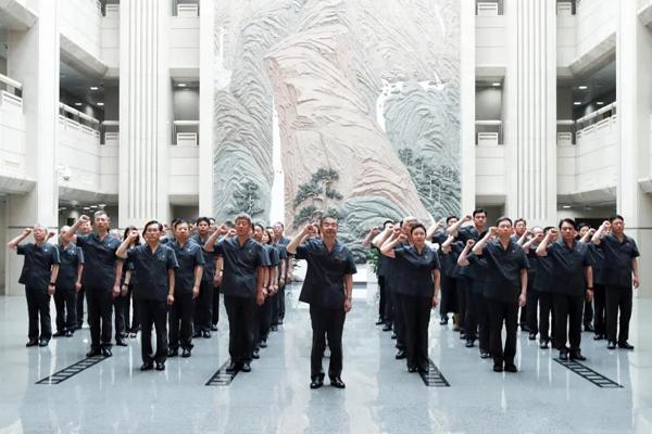 周强带领最高人民法院党员同志重温入党誓词